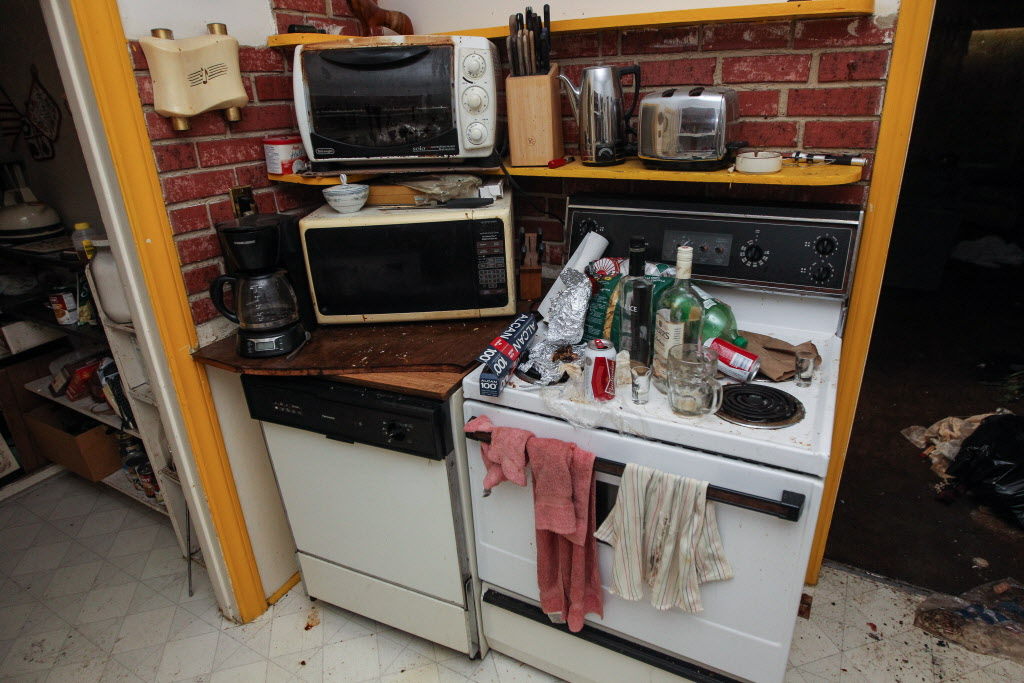 Kitchen of the 512 Stella Ave. home. (MIKE DEAL / WINNIPEG FREE PRESS)