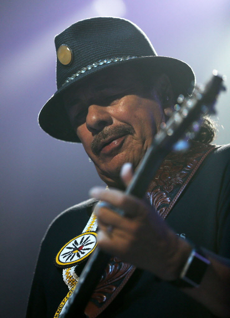 Carlos Santana performs before Rod Stewart at MTS Centre in Winnipeg. (TREVOR HAGAN/WINNIPEG FREE PRESS)