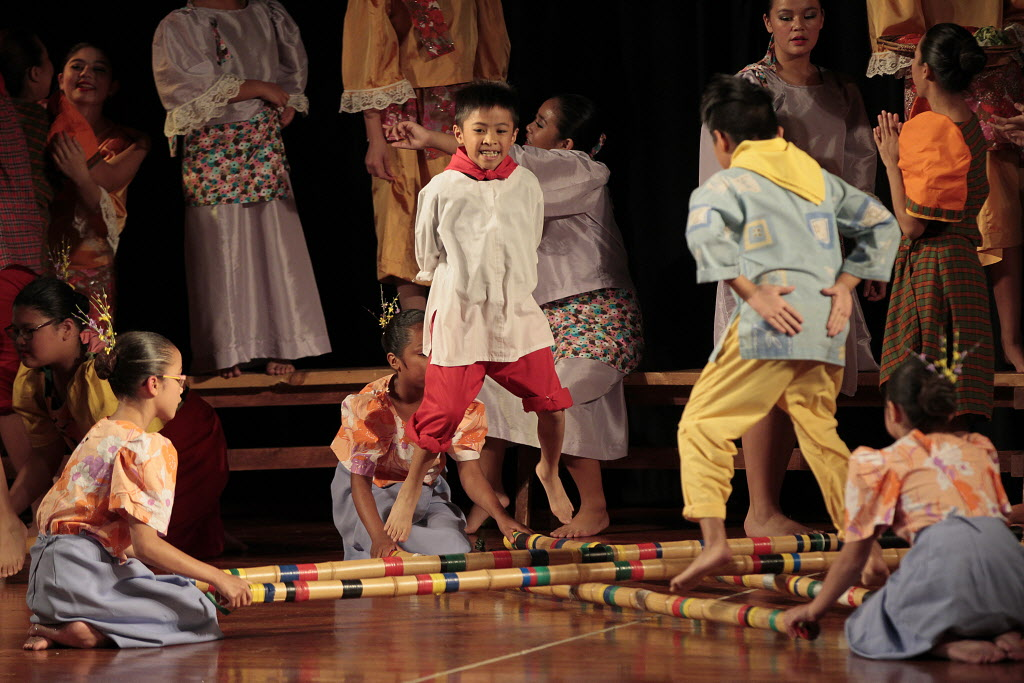 Performers at Folklorama's Philippine Pavilion Monday. (John Woods / Winnipeg Free Press)