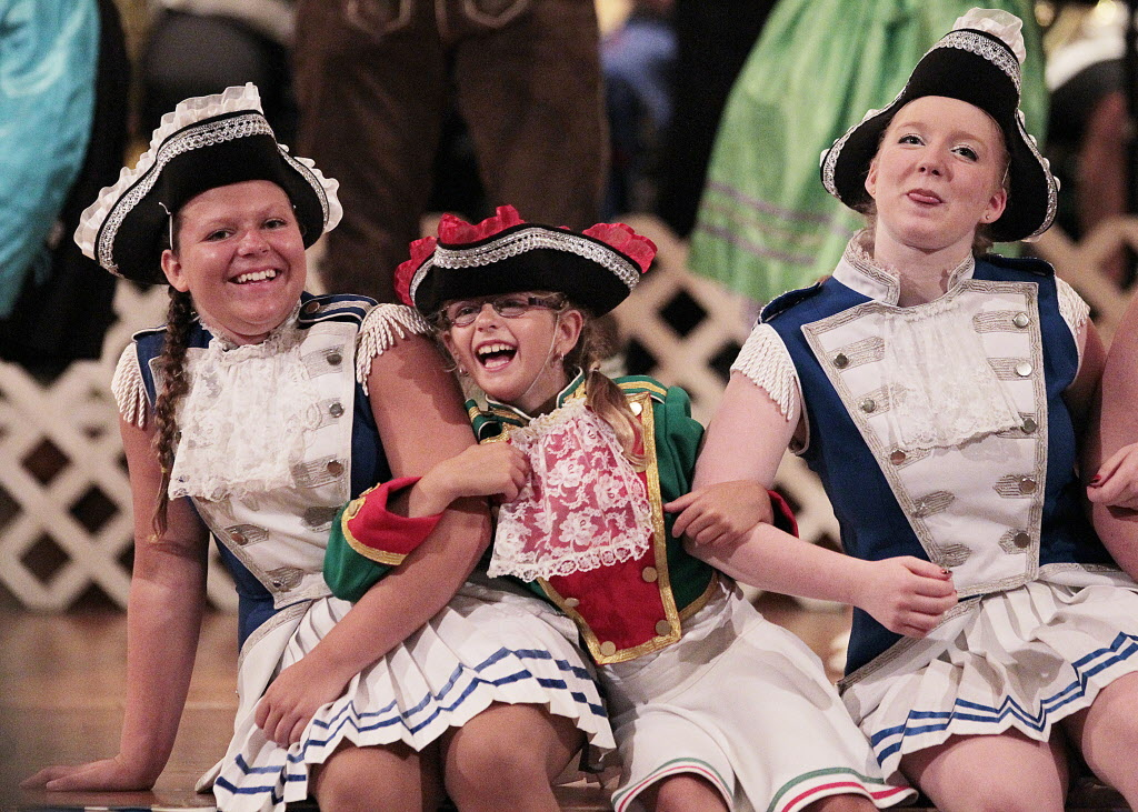 Performers at Folklorama's German Pavilion Monday. John Woods / Winnipeg Free Press (John Woods / Winnipeg Free Press)