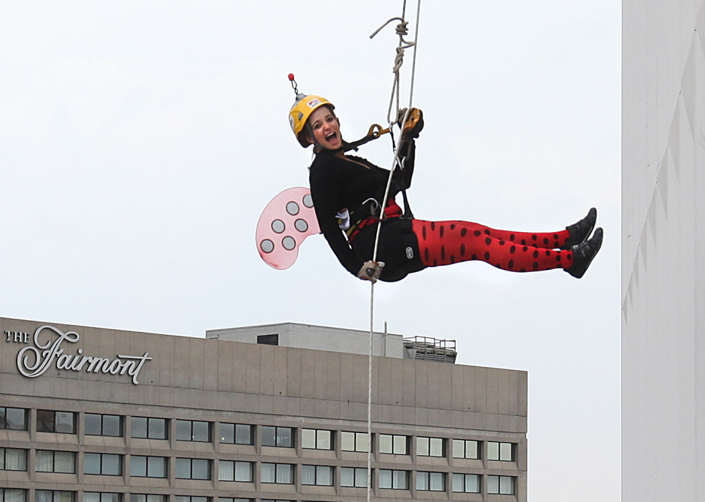 Jenna Newman bounces away from the RBC building as she rappels down 200 feet during the annual Easter Seals Drop Zone event. Money raised in the the fundraising event goes to Manitoban's living with disabilities.   (Ruth Bonneville / Winnipeg Free Press)