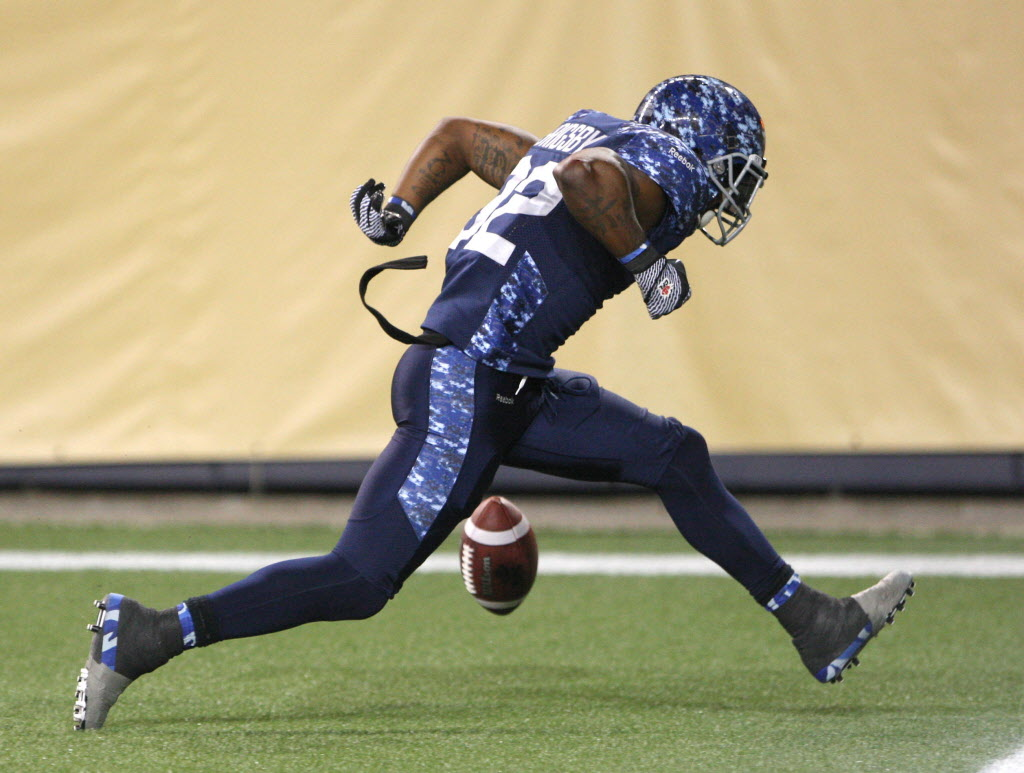 Winnipeg Blue Bombers Nic Grigsby runs in for the game-winning touchdown to beat the Montreal Alouettes.