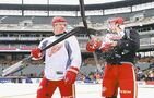 Red Wings hope to stop slide by playing outside