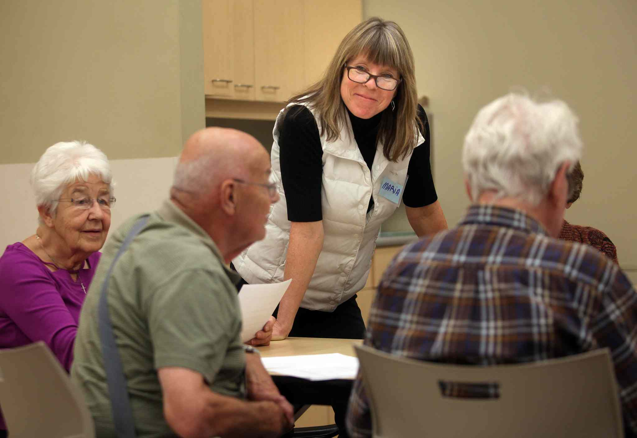 "Instructor Maria Matthews helps a group of Alzheimer's patients keep their memory sharp in a ""Minds in Motion"" workshop at the Seven Oaks Wellness Center in November. (Phil Hossack / Winnipeg Free Press files)"