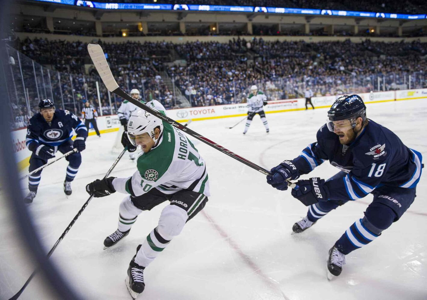 Winnipeg Jets Bryan Little (#18) collides with Dallas Stars Shawn Horcoff (#10) during second period. (David Lipnowski / Winnipeg Free Press)