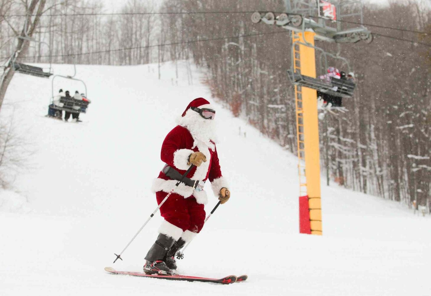 Santa hits the slopes Wednesday during the Ski Free with Santa event on Schuss Mountain at Shanty Creek Resorts in Bellaire, Mich.  (CP)