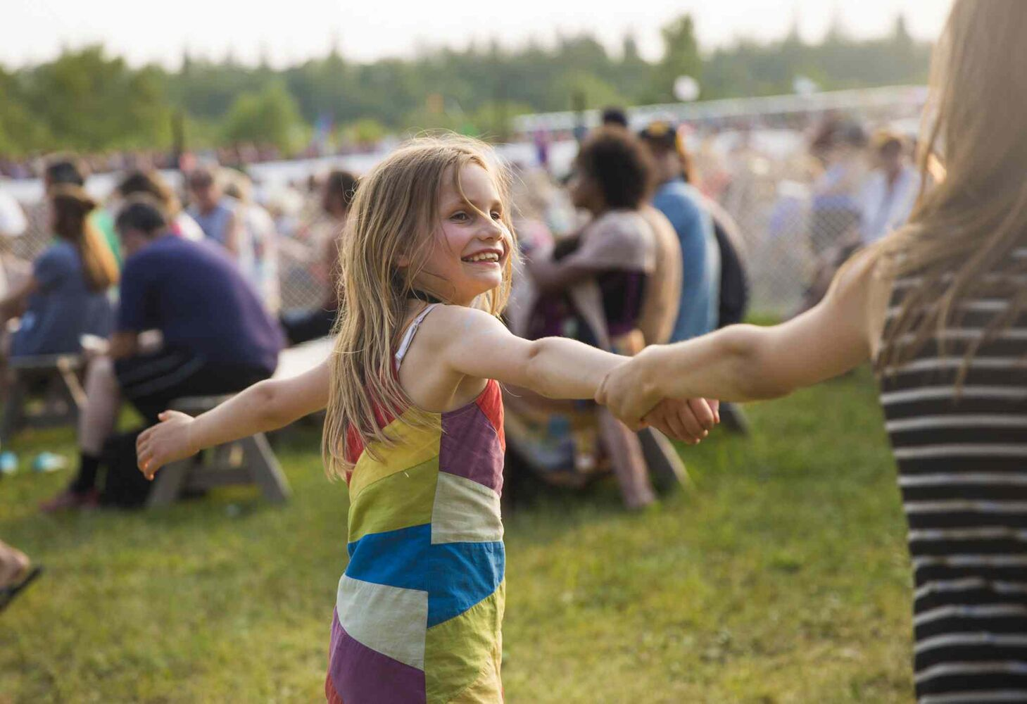 Arielle Derksen, 8, plays with her sister at the Winnipeg Folk Festival in Birds Hill Park on Friday, July 10, 2015.   Mikaela MacKenzie / Winnipeg Free Press (Winnipeg Free Press)