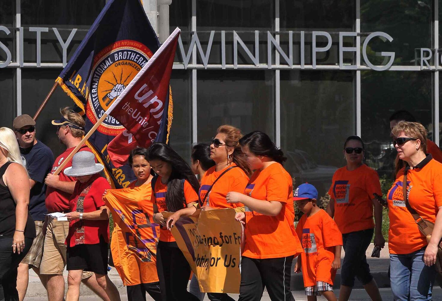 Union members walk along Memorial Boulevard and Portage Avenue towards Vimy Ridge Park during the annual Labour Day March.  (Mike Deal / Winnipeg Free Press)