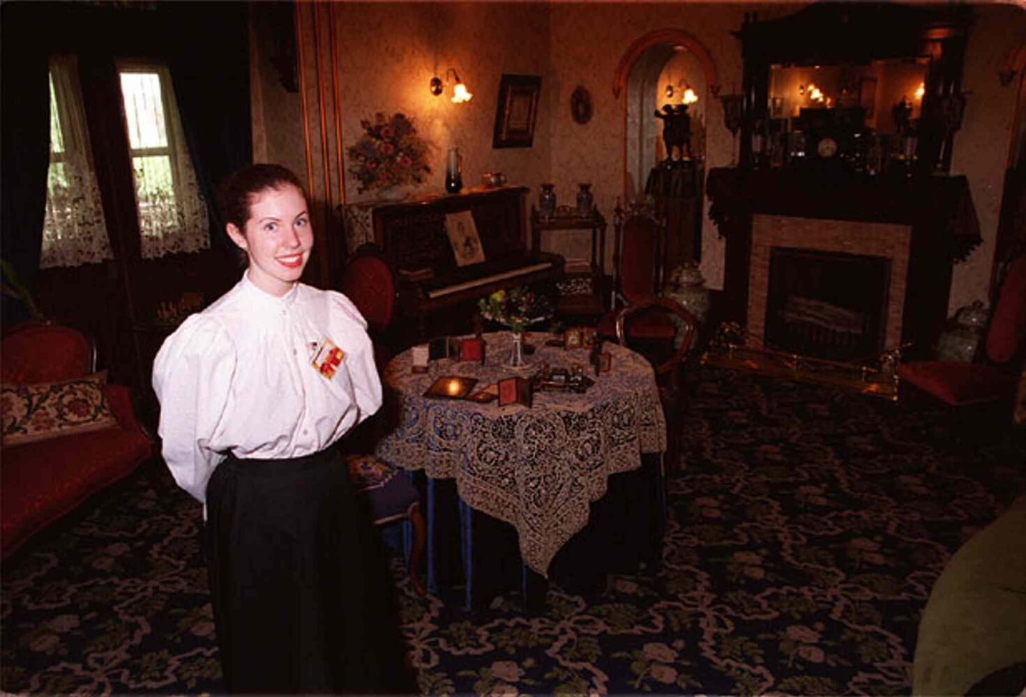 Former volunteer (and former Winnipeg Free Press reporter) Jen Skerritt poses inside Dalnavert Museum in this archive photo. (Linda Vermette / Winnipeg Free Press archives)