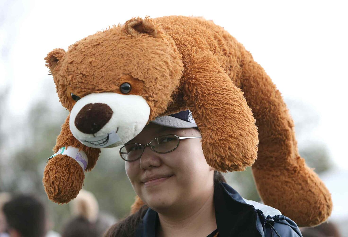 Ruby Thom-Duck, 13, carries her bear on her head in Assiniboine Park Sunday. (Jason Halstead / Winnipeg Free Press)