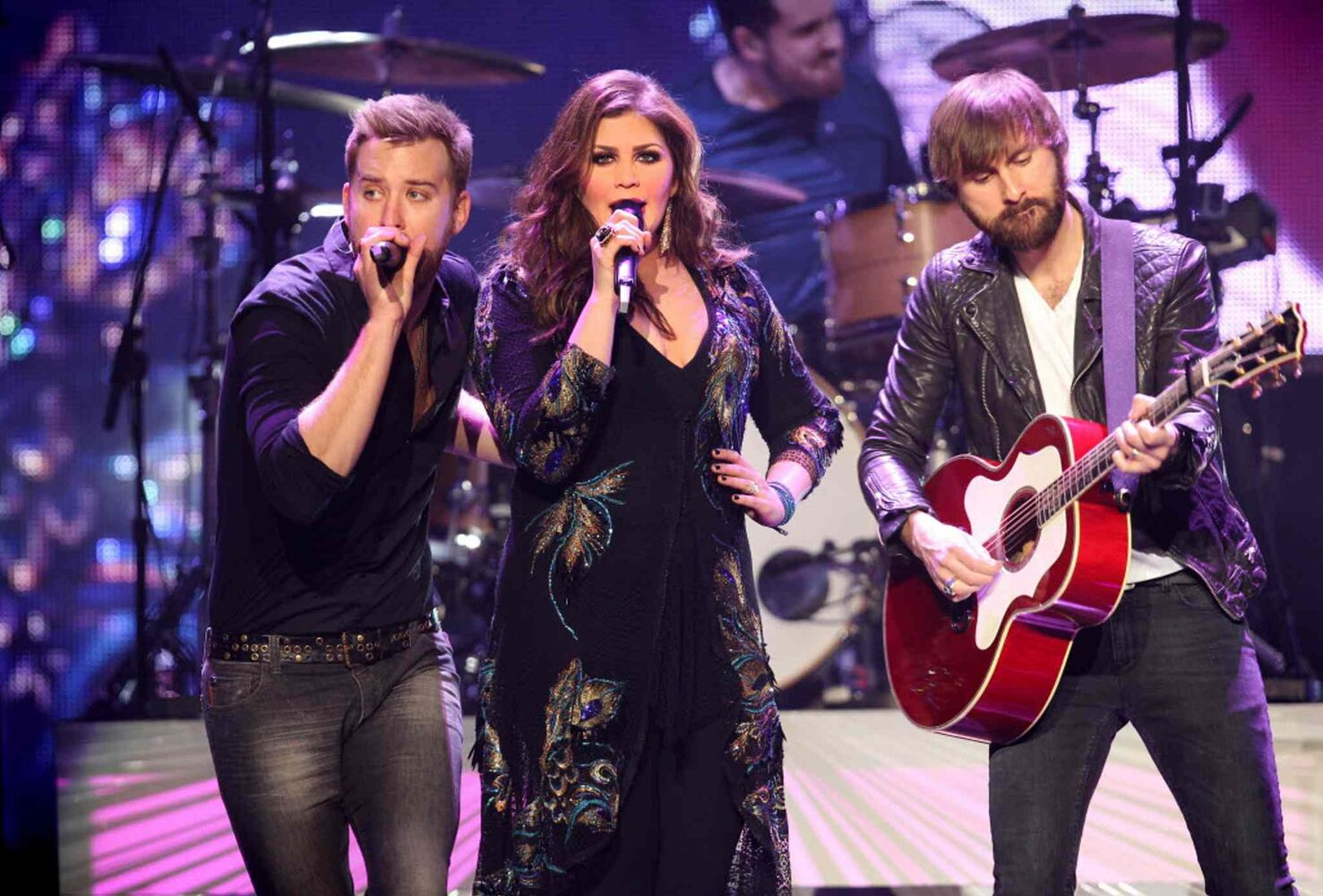 Lady Antebellum performs at the MTS Centre Wednesday evening to an enthusiastic Winnipeg crowd.  (Ruth Bonneville / Winnipeg Free Press)