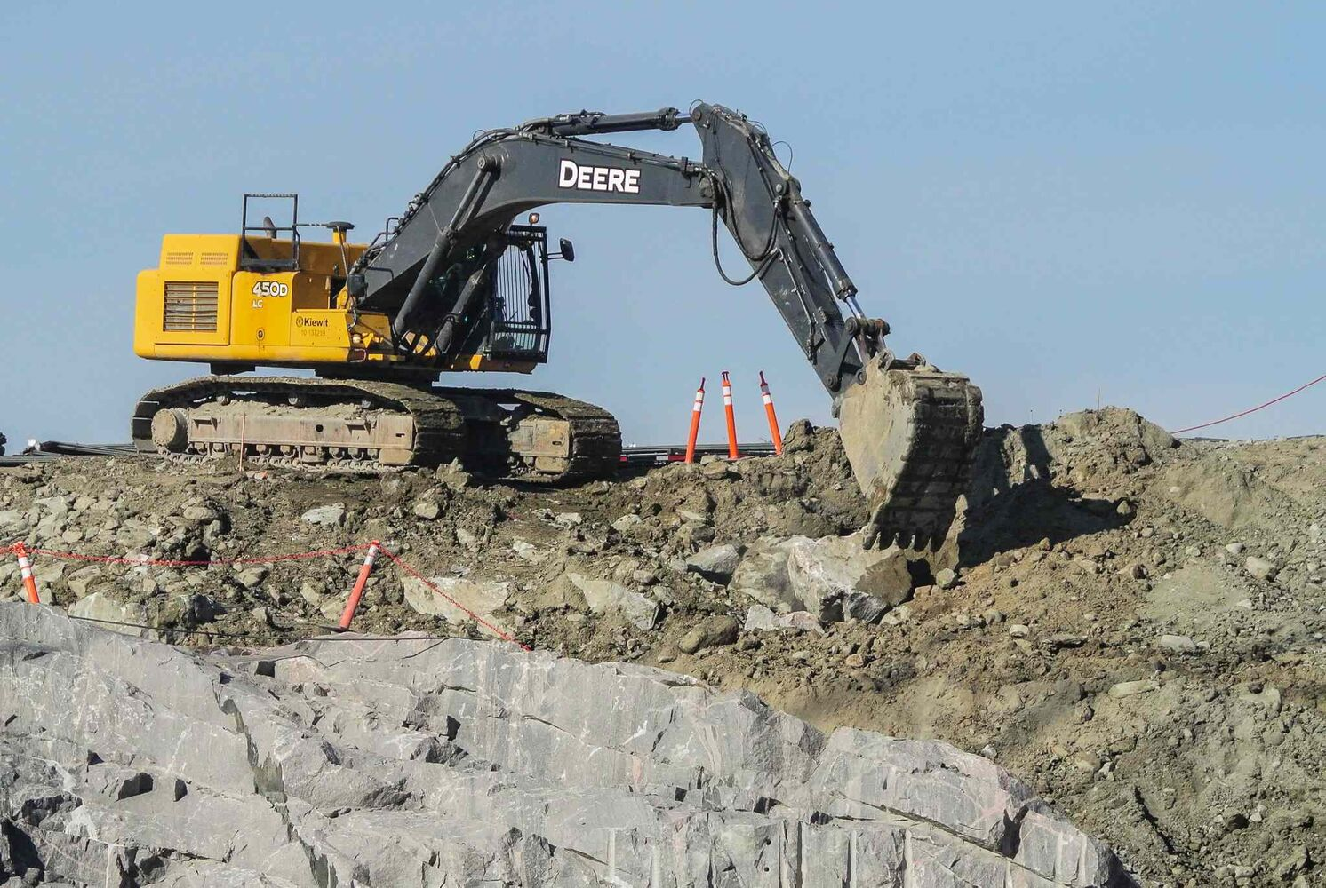 Construction continues on the structure for the new spillway.  MIKE DEAL / WINNIPEG FREE PRESS