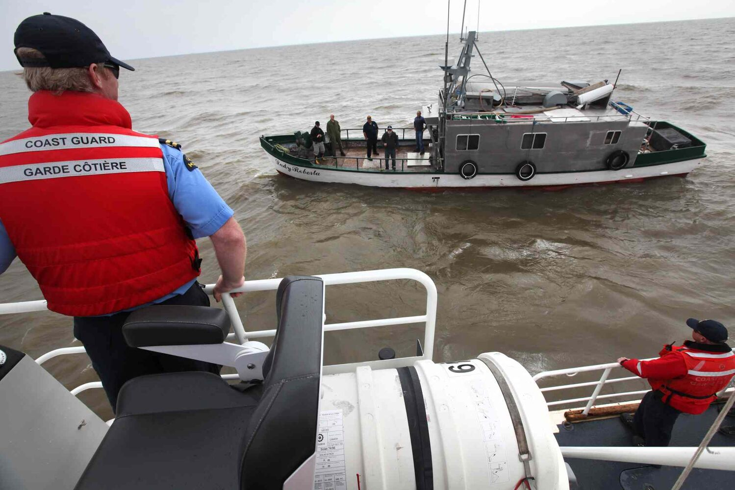 A rescue vessel pulls alongside the Lady Roberta. (Ruth Bonneville / Winnipeg Free Press)