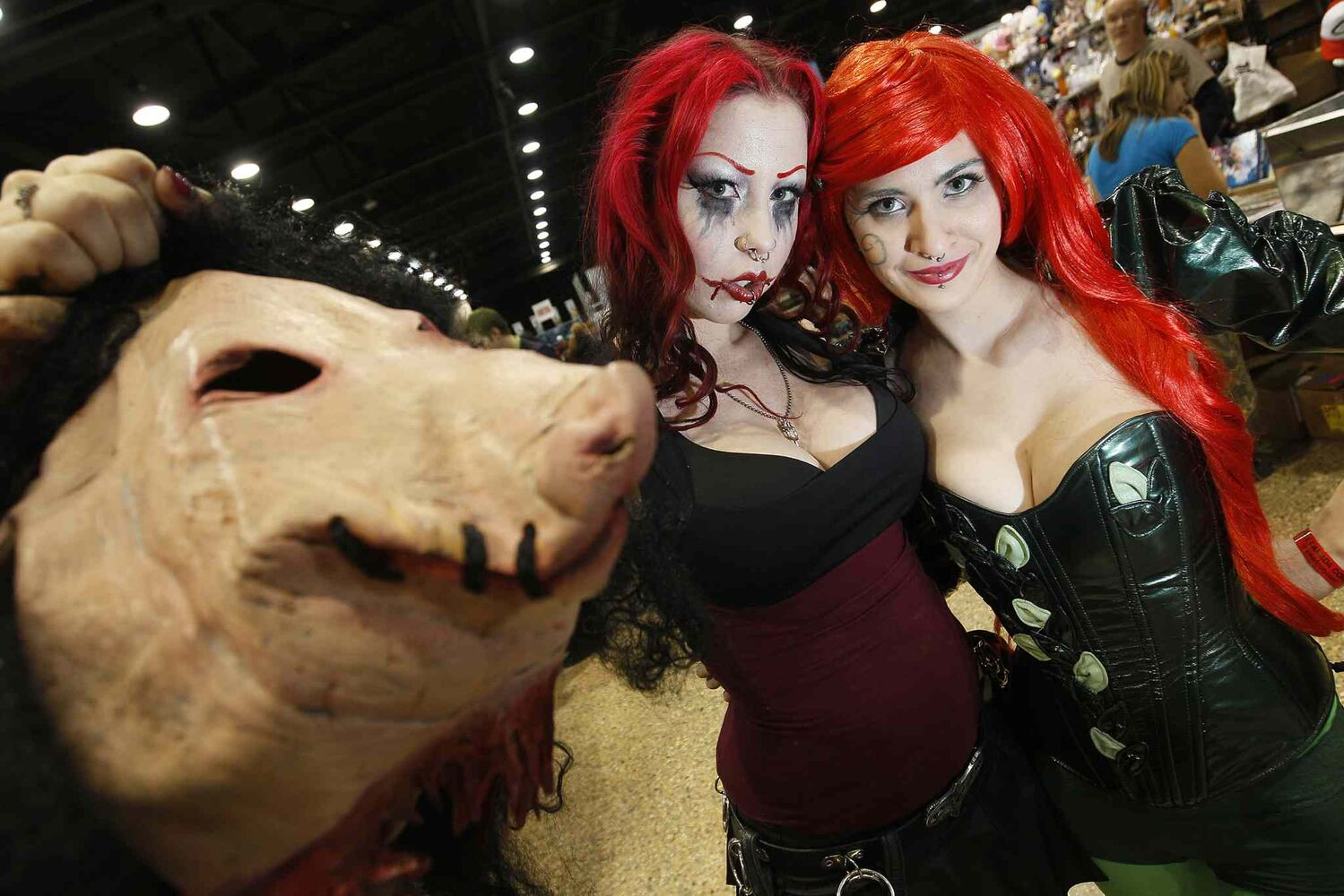 Brie Yaworski (right) dressed as Poison Ivy from the Batman franchise, while Lylia Chorosive dressed as Amanda Young, Jigsaw Killer's apprentice from the Saw franchise.