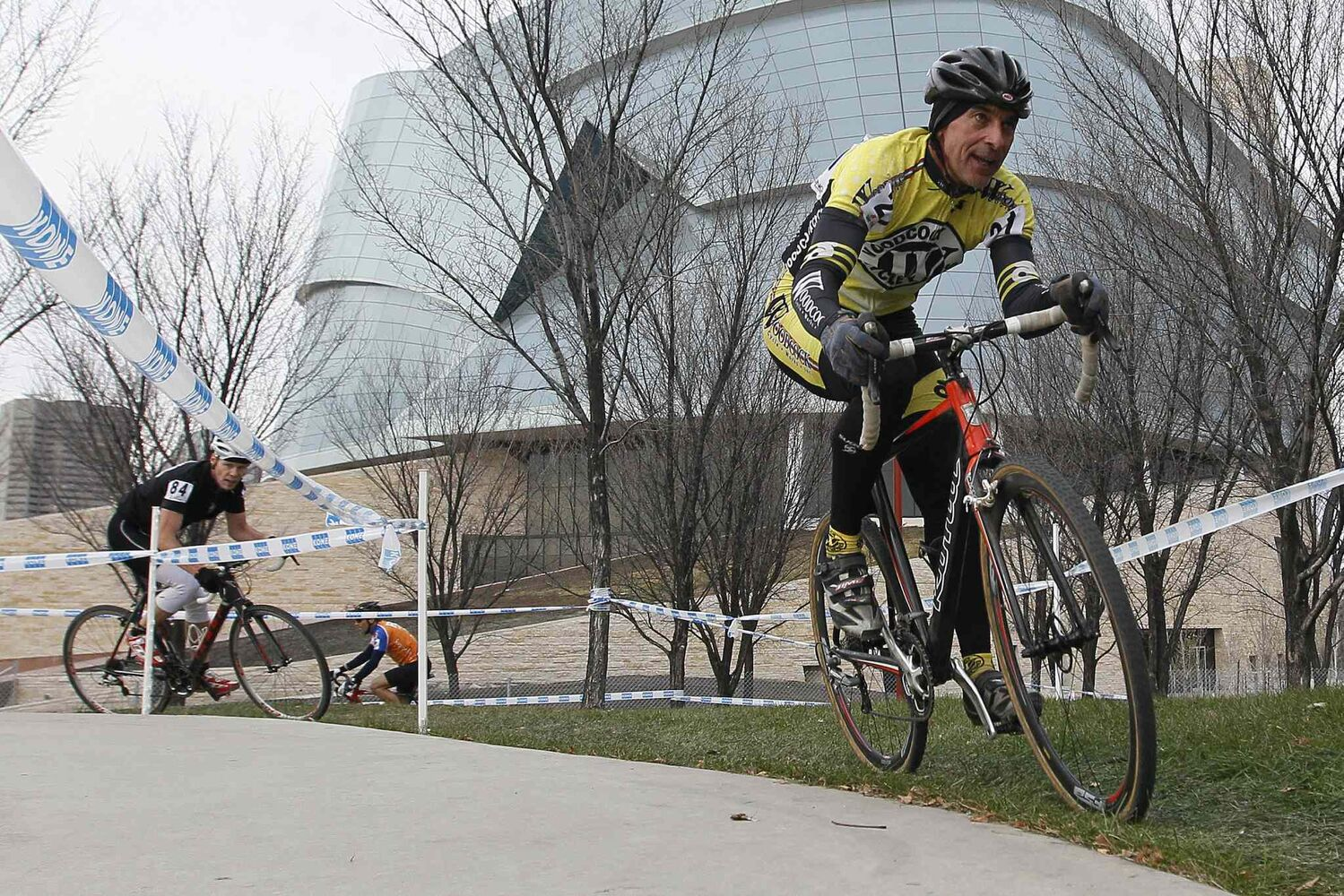 Don Sawatzky (right) and Jason Howden climb a hill near the Canadian Museum for Human Rights. (John Woods / Winnipeg Free Press)