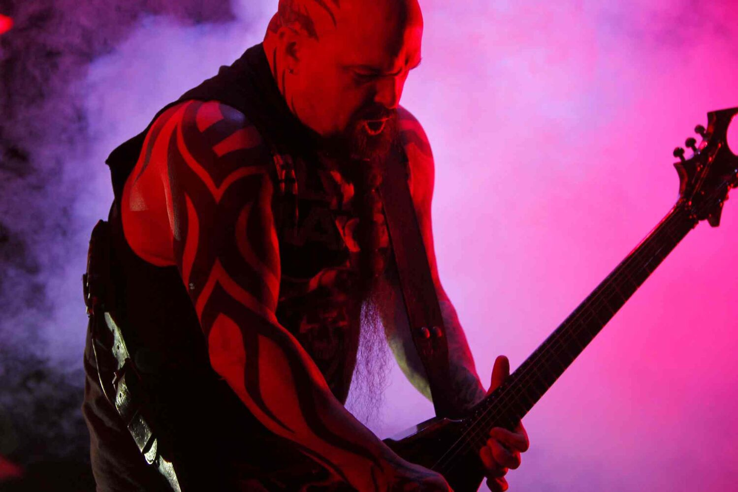 Guitarist Kerry King blasts out a guitar solo. (BORIS MINKEVICH / WINNIPEG FREE PRESS)