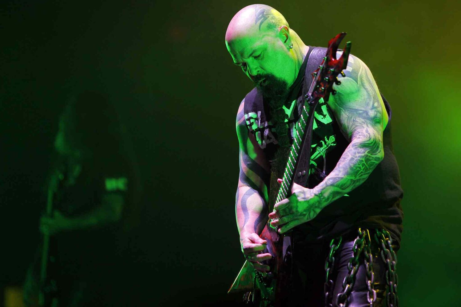 Guitarist Kerry King busts out a guitar solo. (BORIS MINKEVICH / WINNIPEG FREE PRESS)