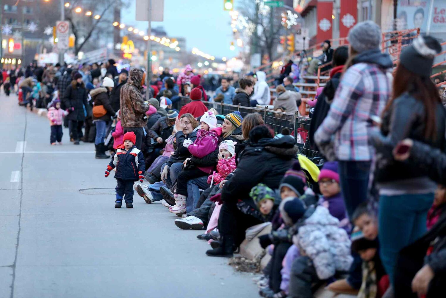 Crowds gather to get a good spot to see the parade. (TREVOR HAGAN / WINNIPEG FREE PRESS)