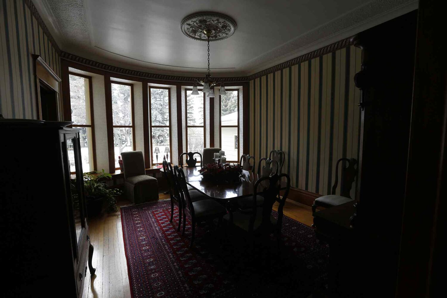 Large bay windows in the dining room face the backyard.