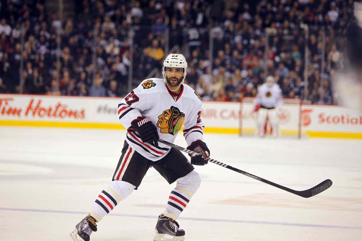 Chicago Blackhawks defenceman Johnny Oduya plays the point during the third period. (BORIS MINKEVICH / WINNIPEG FREE PRESS)