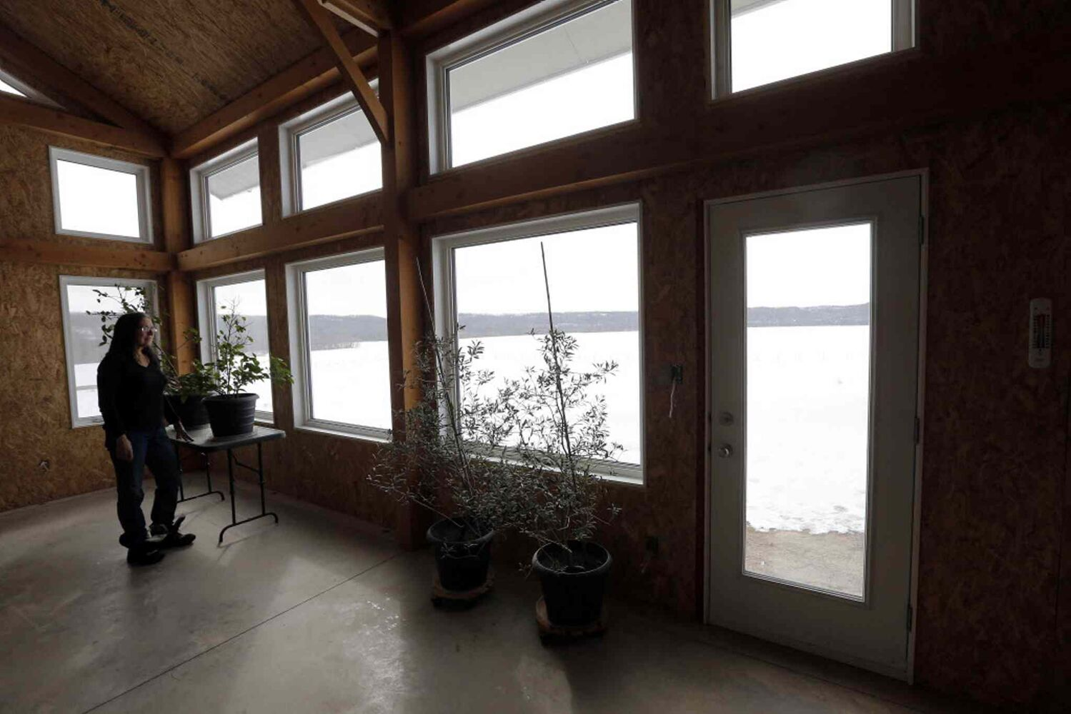 Bev Eert has a few plants growing in the unfinished house. There are lots of south-east facing windows looking out over their large lot on the Assiniboine River. (KEN GIGLIOTTI / WINNIPEG FREE PRESS)