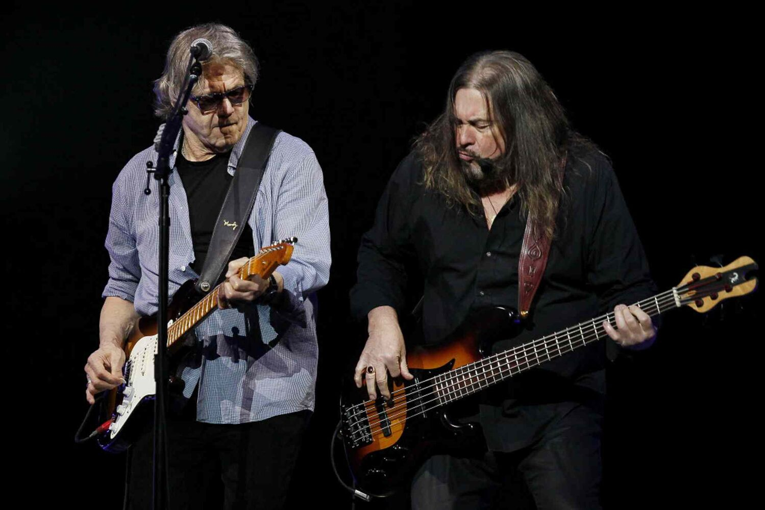 Steve Miller jams with bassist Kenny Lee Lewis.  (Winnipeg Free Press)