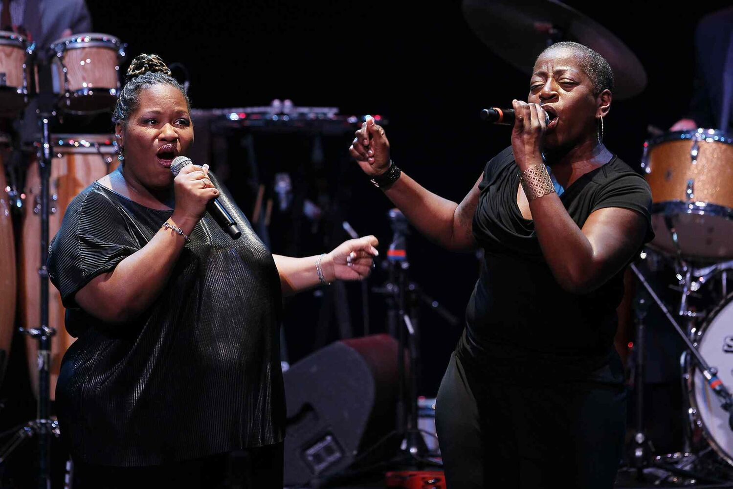 Saun & Starr (The Dapettes) open for Sharon Jones and The Dap-Kings at the Burton Cummings Theatre Tuesday. (John Woods / Winnipeg Free Press)
