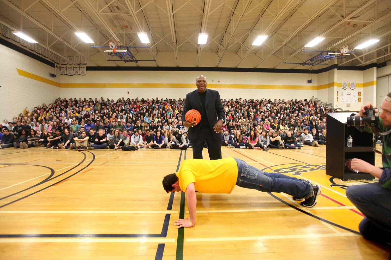 "Carter also told some students to ""gimme 50"" if he didn't like their attitude. Here, he encourages a Dakota Collegiate student to do push-ups to earn a reward. (Ruth Bonneville / Winnipeg Free Press)"