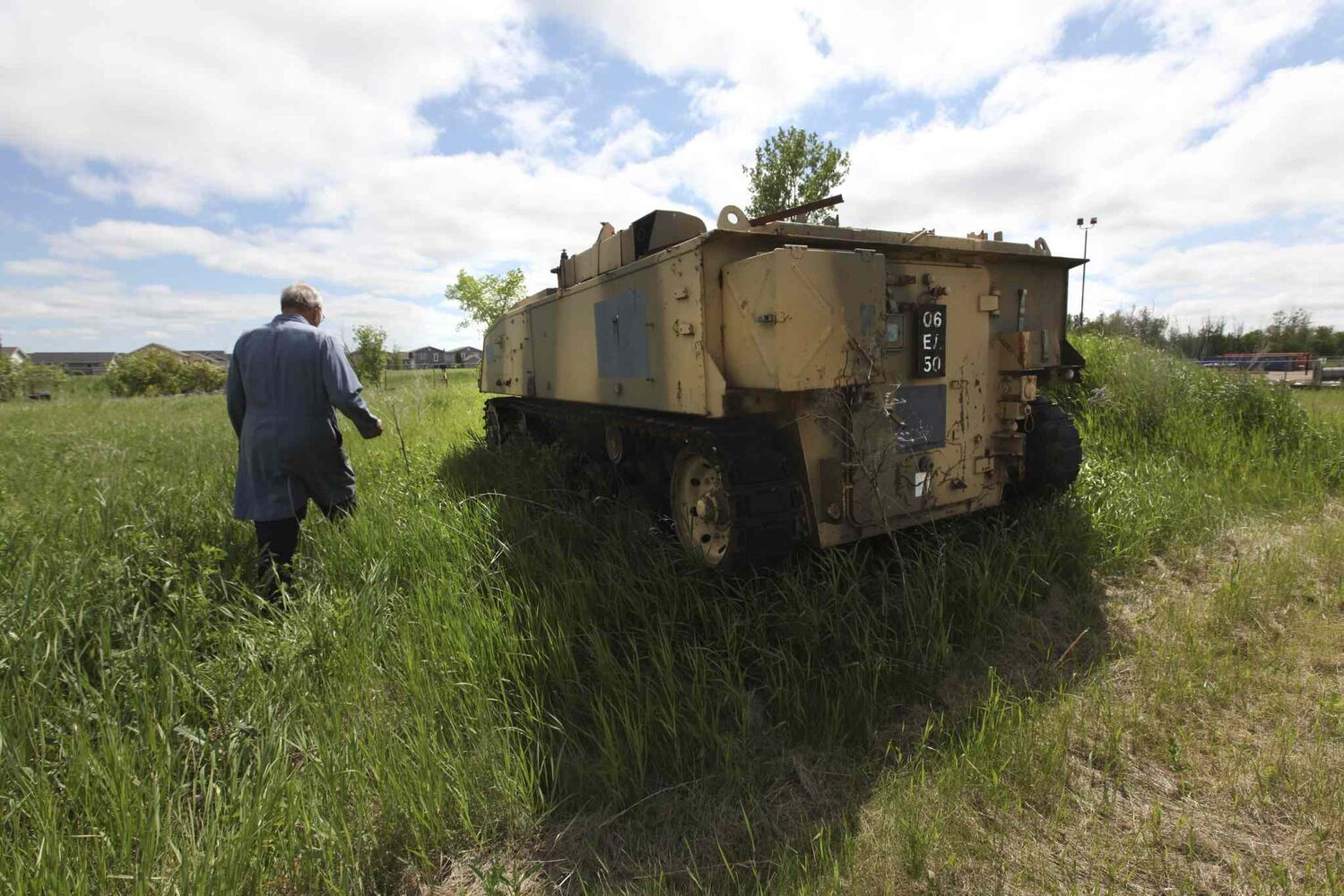 An armoured personal carrier. (RUTH BONNEVILLE / WINNIPEG FREE PRESS)
