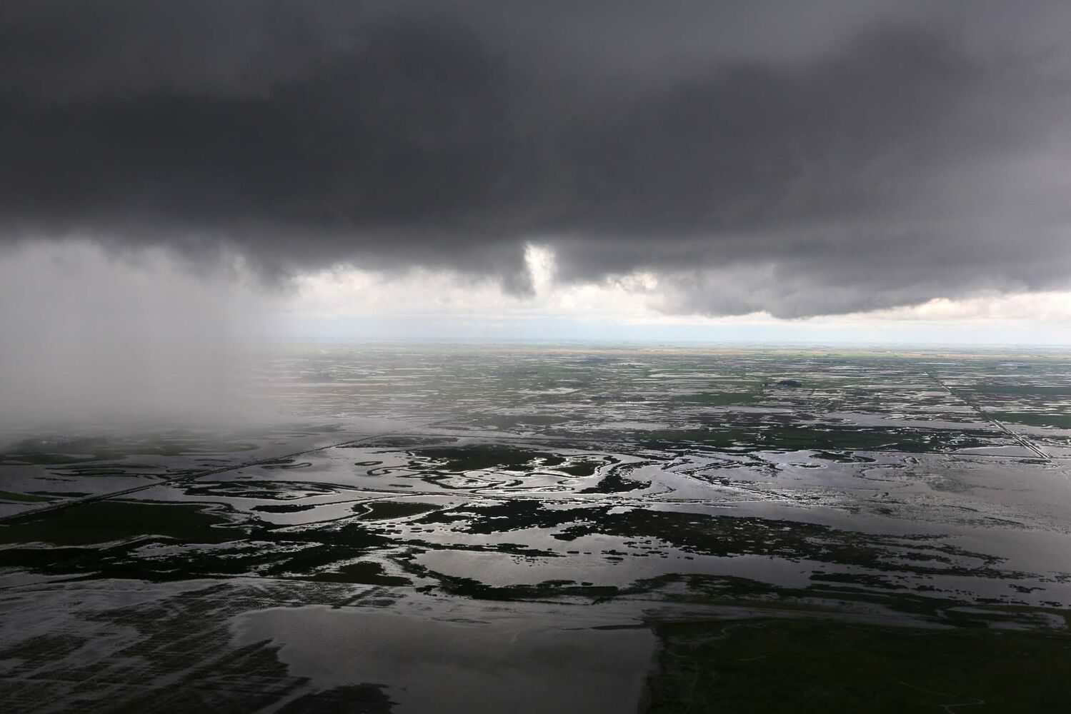 Storm clouds roil in the skies over Deloraine, Monday afternoon.  (Colin Corneau / Brandon Sun)