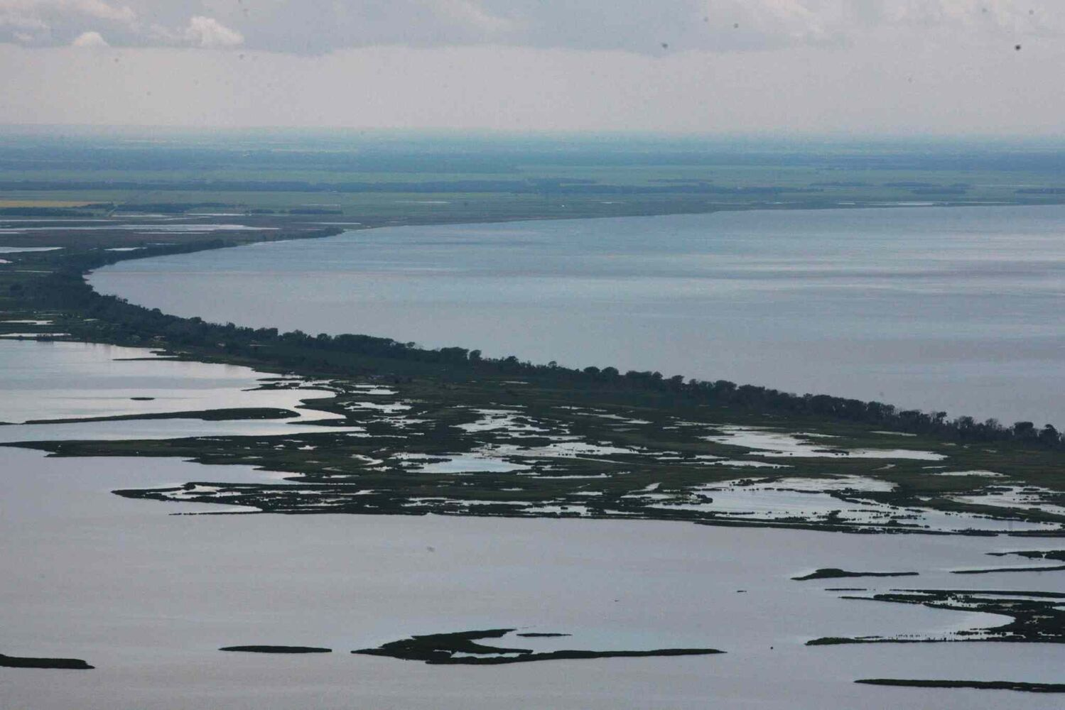 Aerial photo of the south basin of the Lake Manitoba area. (RUTH BONNEVILLE / WINNIPEG FREE PRESS)