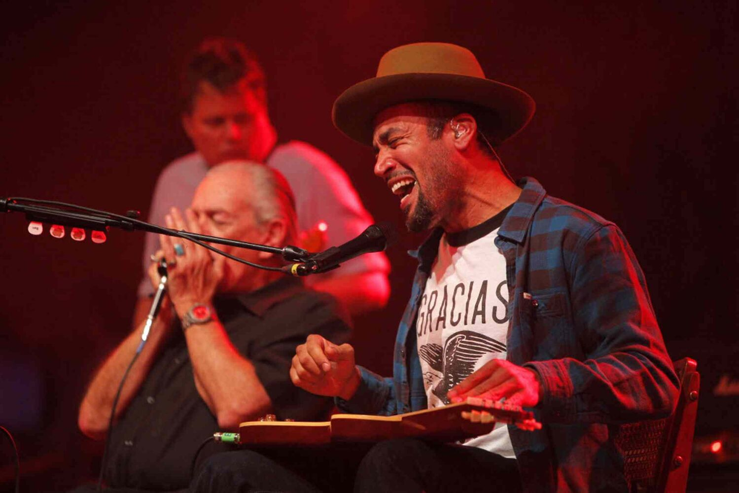 Ben Harper plays guitar on the Folk Fest's Main Stage Thursday night. He is touring with blues harmonica musician Charlie Musselwhite.  (Boris Minkevich / Winnipeg Free Press)