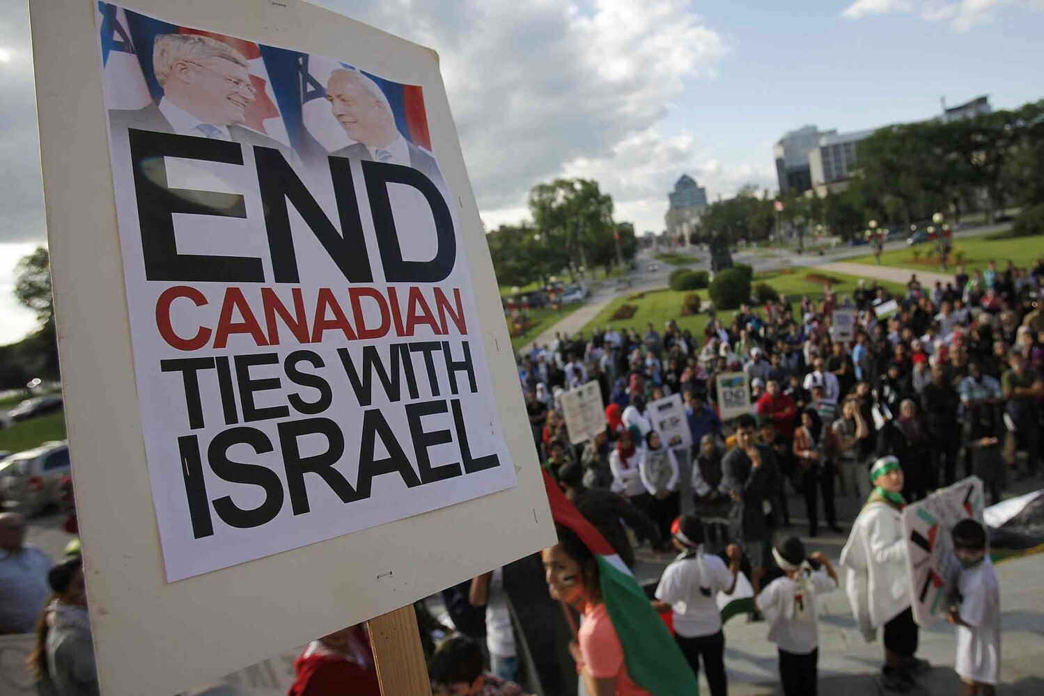 Palestinian supporters hold a peaceful rally at the Manitoba Legislature Monday, July 14, 2014. (John Woods / Winnipeg Free Press)