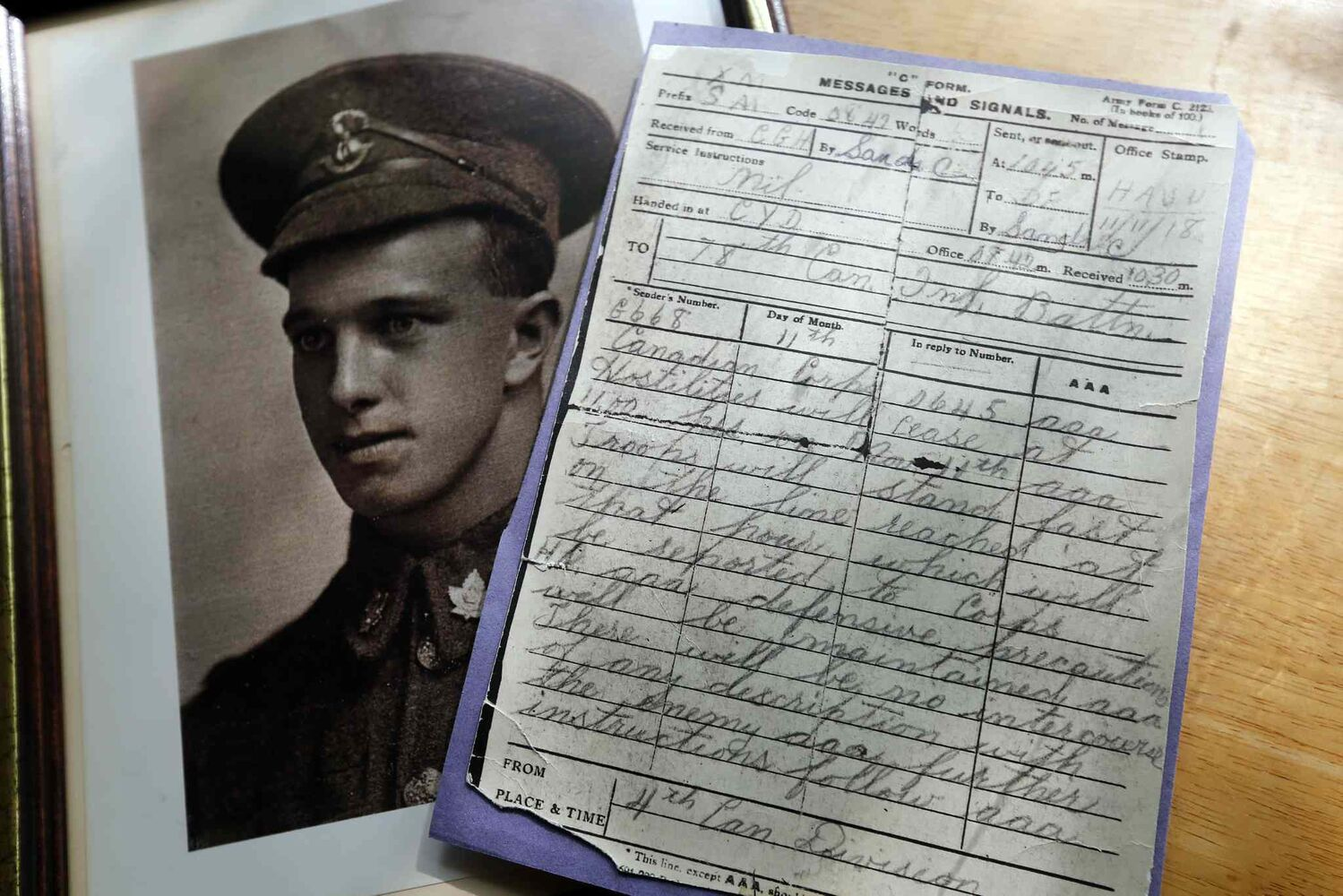 Clayton Sands was a signaler in the First World War and was on duty when the message came out that the war would end at 11 a.m. on Nov. 11, 1918. He kept his original signal. (Ken Gigliotti / Winnipeg Free Press)