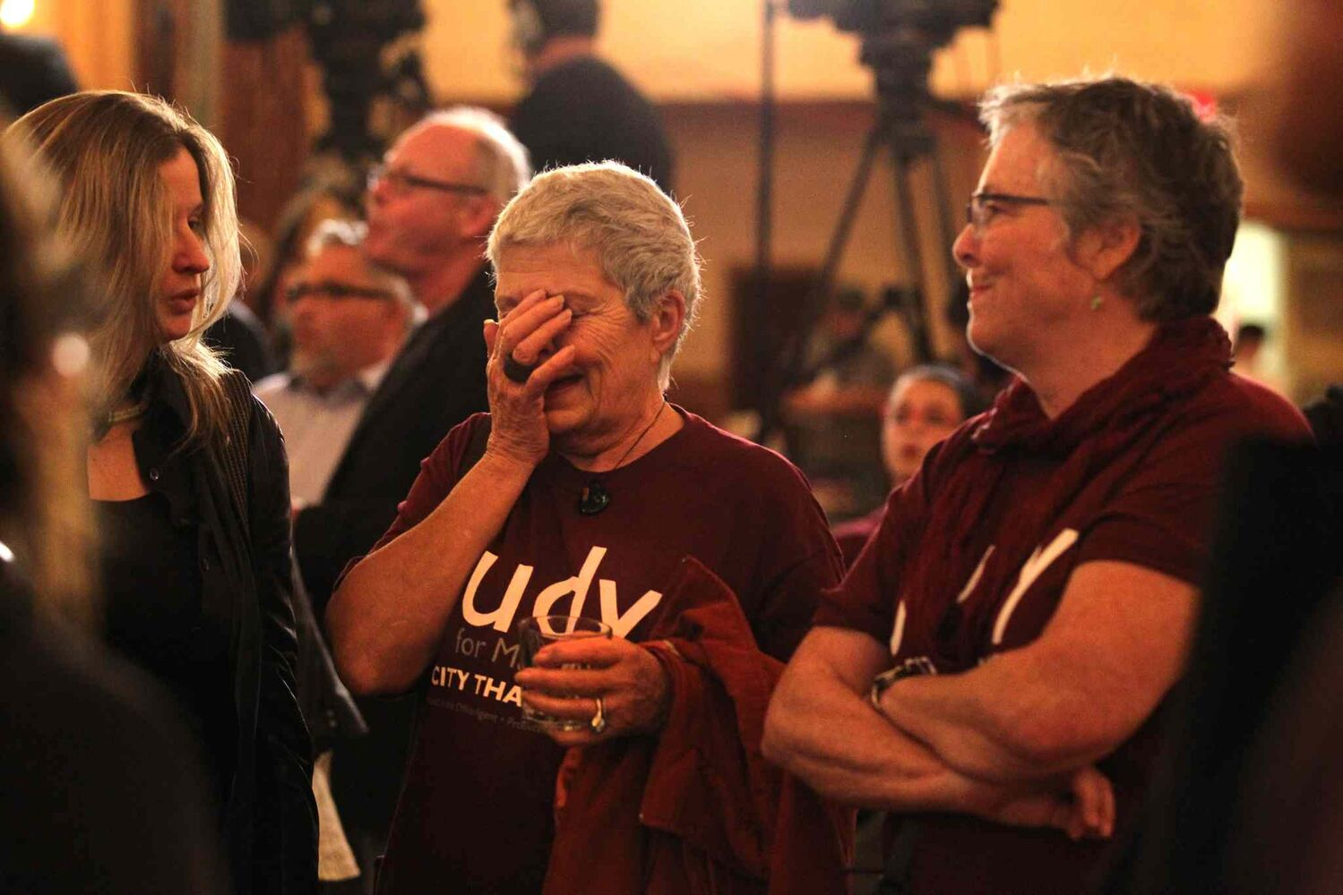 Judy Jennings hods her face as she sees the poor results for Judy Wasylycia-Leis at the Fort Garry Hotel. (Ruth Bonneville / Winnipeg Free Press)