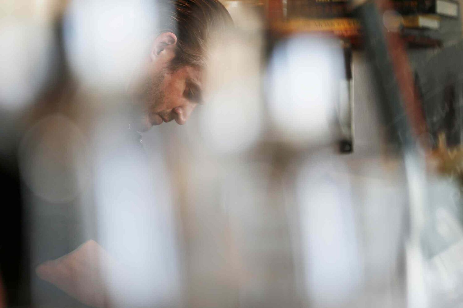 Scott Bagshaw, owner of Enoteca, in the kitchen of his new restaurant. (JOHN WOODS / WINNIPEG FREE PRESS)