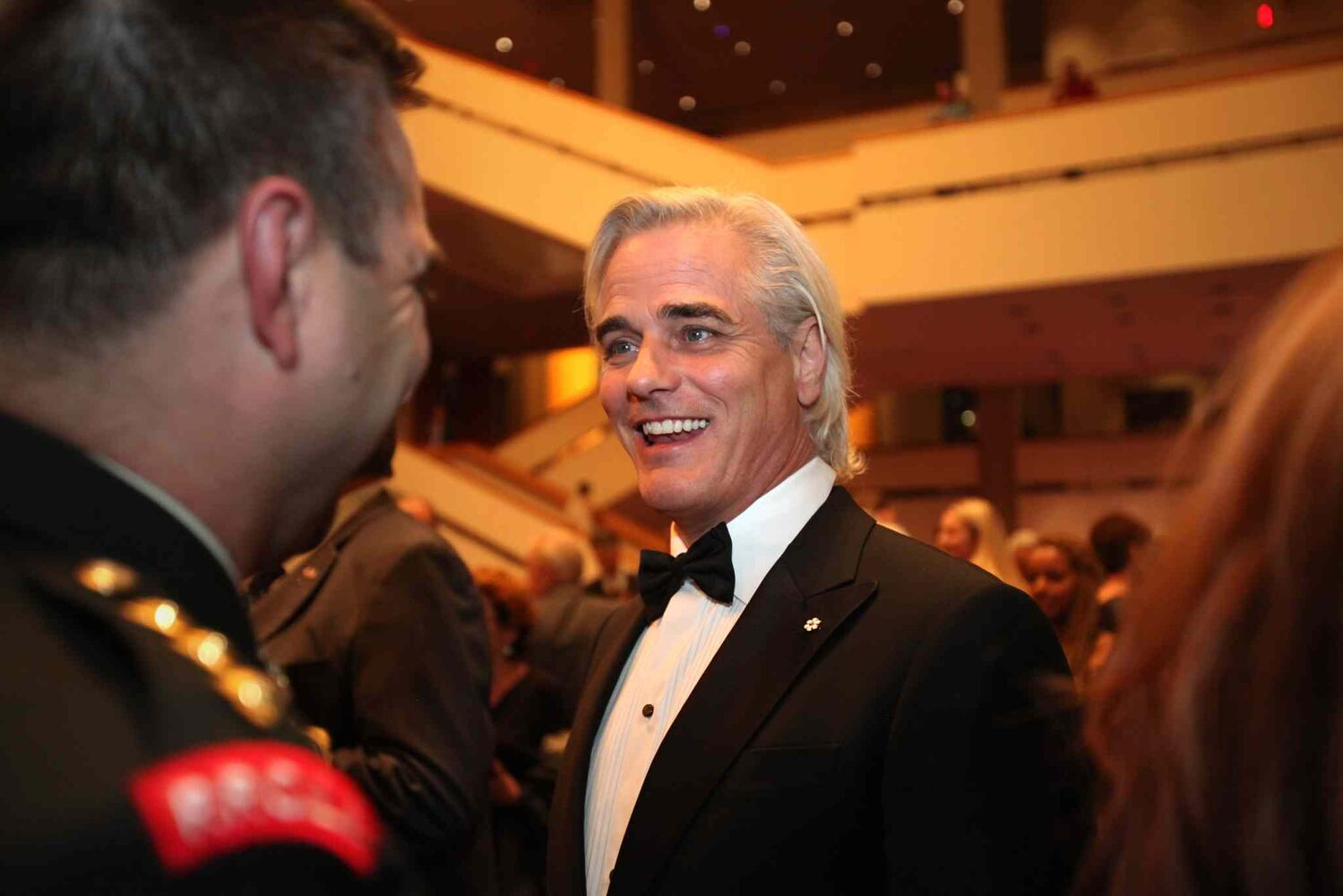 Paul Gross chats with fellow crew members of Hyena Road and the VIP crowd on the second level of the Centennial Concert Hall Wednesday evening just prior to an exclusive screening of the show. (Ruth Bonneville / Winnipeg Free Press)