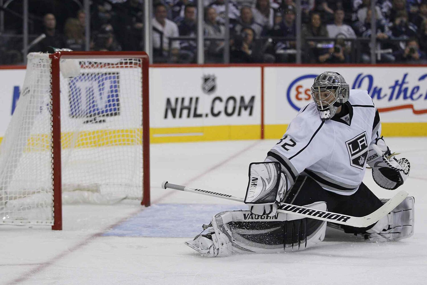 A Winnipeg Jets shot gets past Los Angeles Kings goaltender Jonathan Quick (32) and hits the top-left corner during the second period.