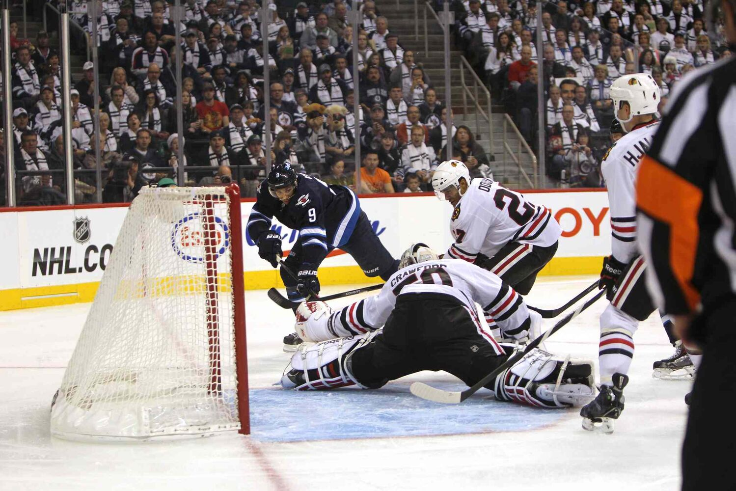 Evander Kane tries can't beat Blackhawks goaltender Corey Crawford during the second period. (Ruth Bonneville / Winnipeg Free Press)