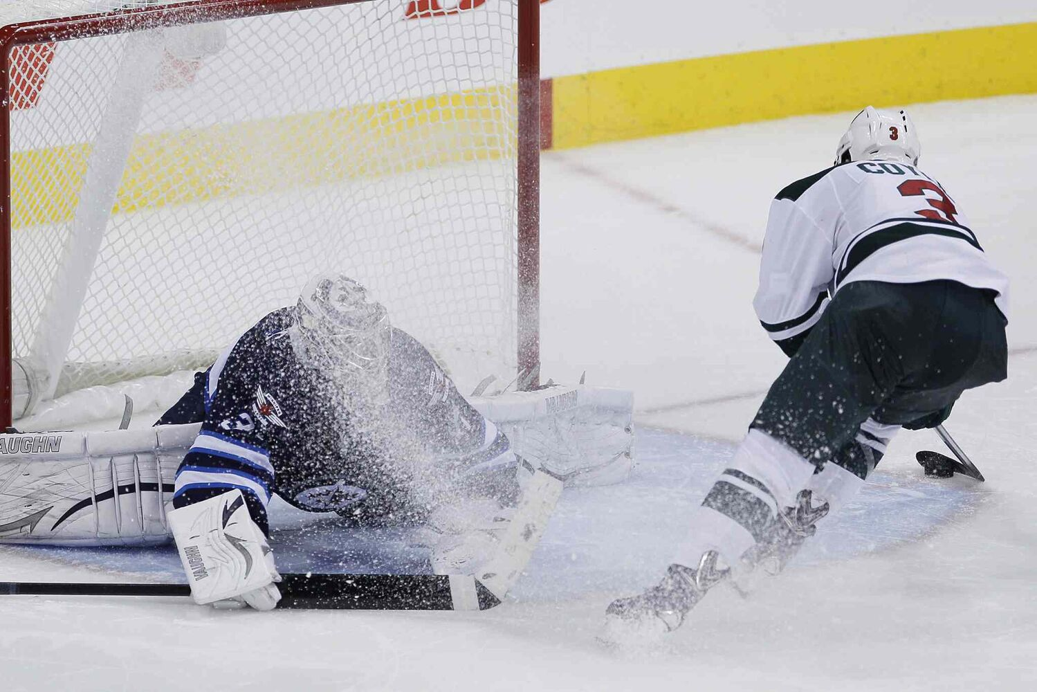 Minnesota Wild's Charlie Coyle scores on his shootout attempt for the win. (JOHN WOODS / THE CANADIAN PRESS)
