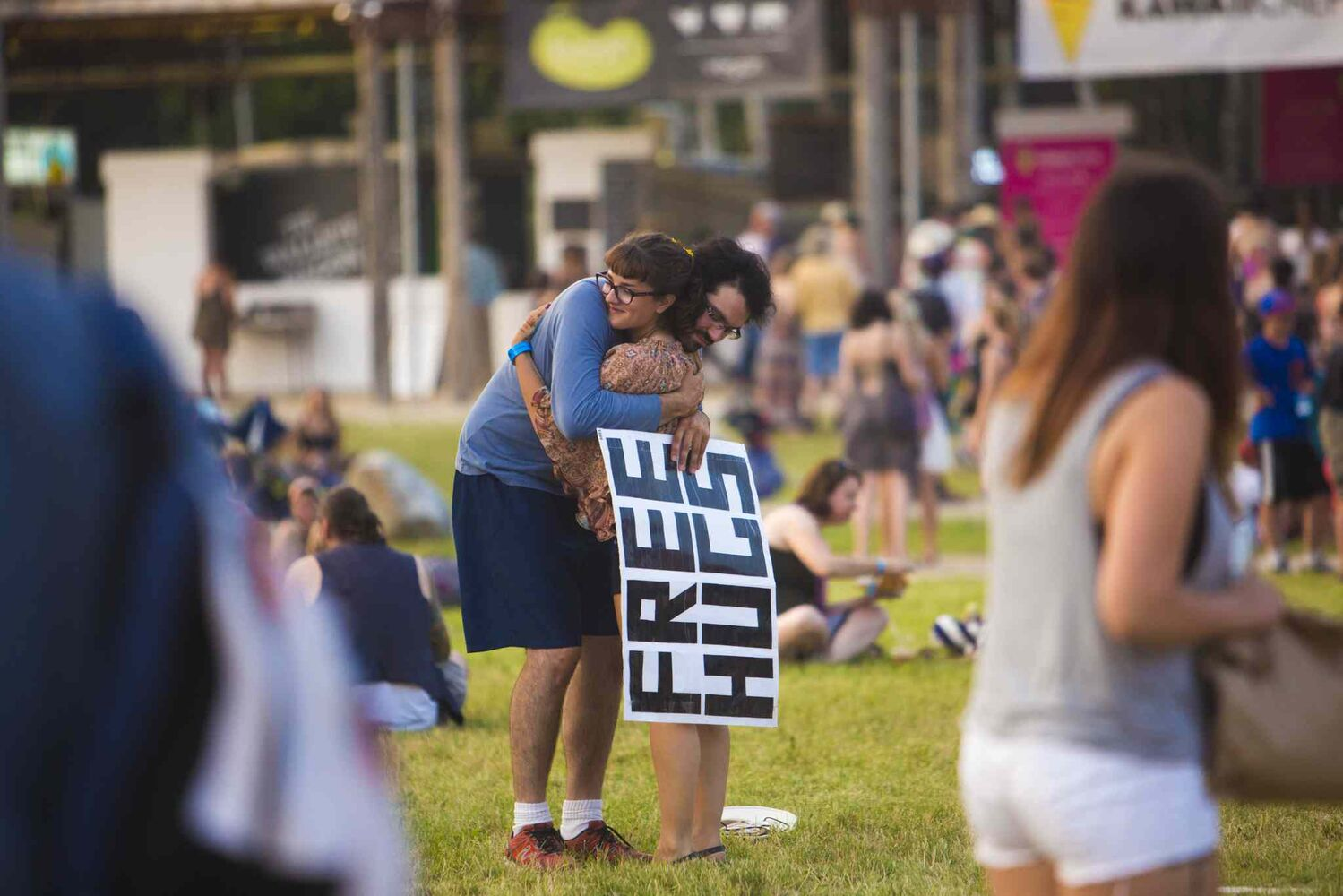 Greg Allan gives Chloe LeBlanc-tod a free hug at the Winnipeg Folk Festival in Birds Hill Park on Friday, July 10, 2015.   Mikaela MacKenzie / Winnipeg Free Press (Winnipeg Free Press)