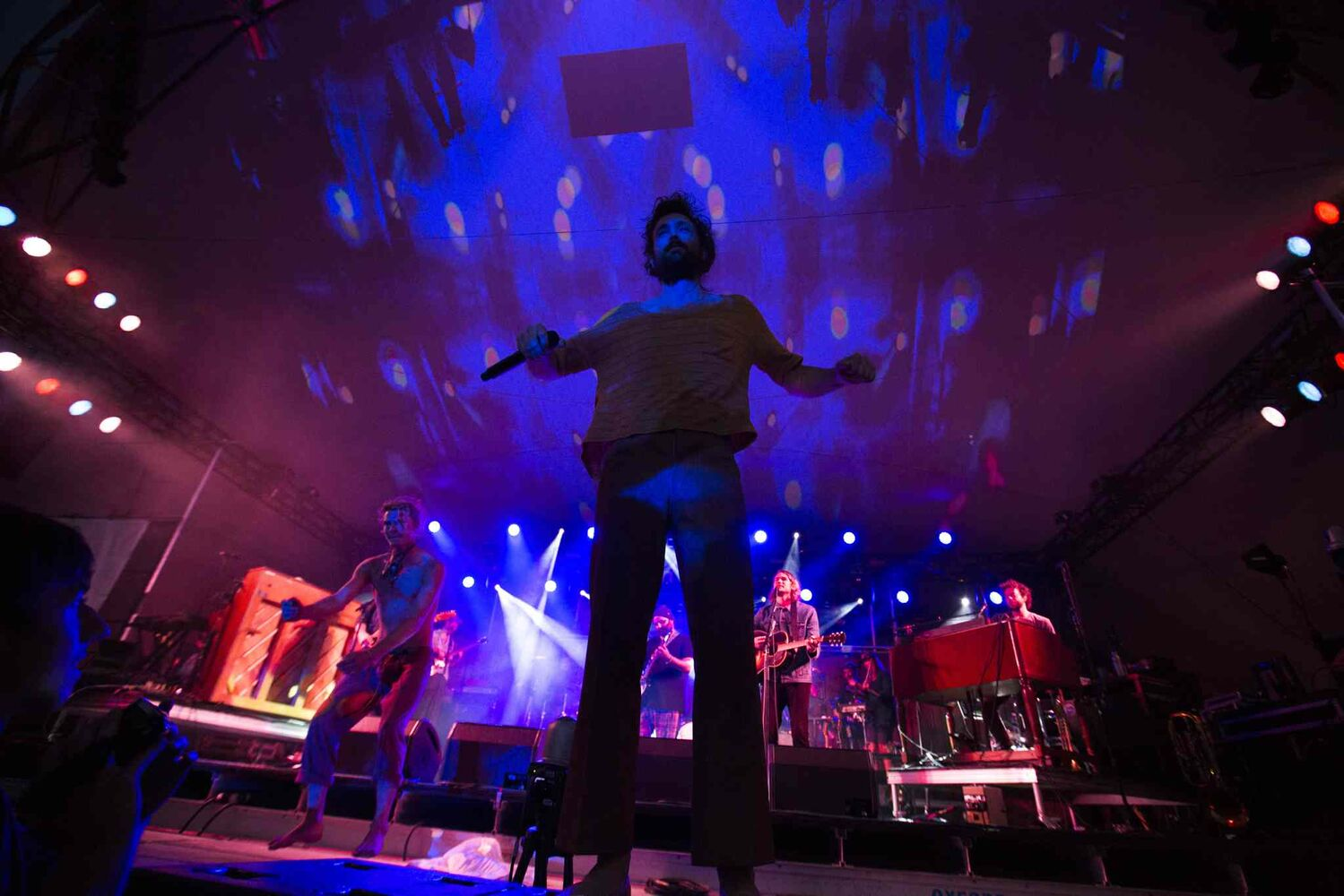 Edward Sharpe and the Magnetic Zeros play at the Winnipeg Folk Festival in Birds Hill Park on Thursday. (Mikaela MacKenzie / Winnipeg Free Press)