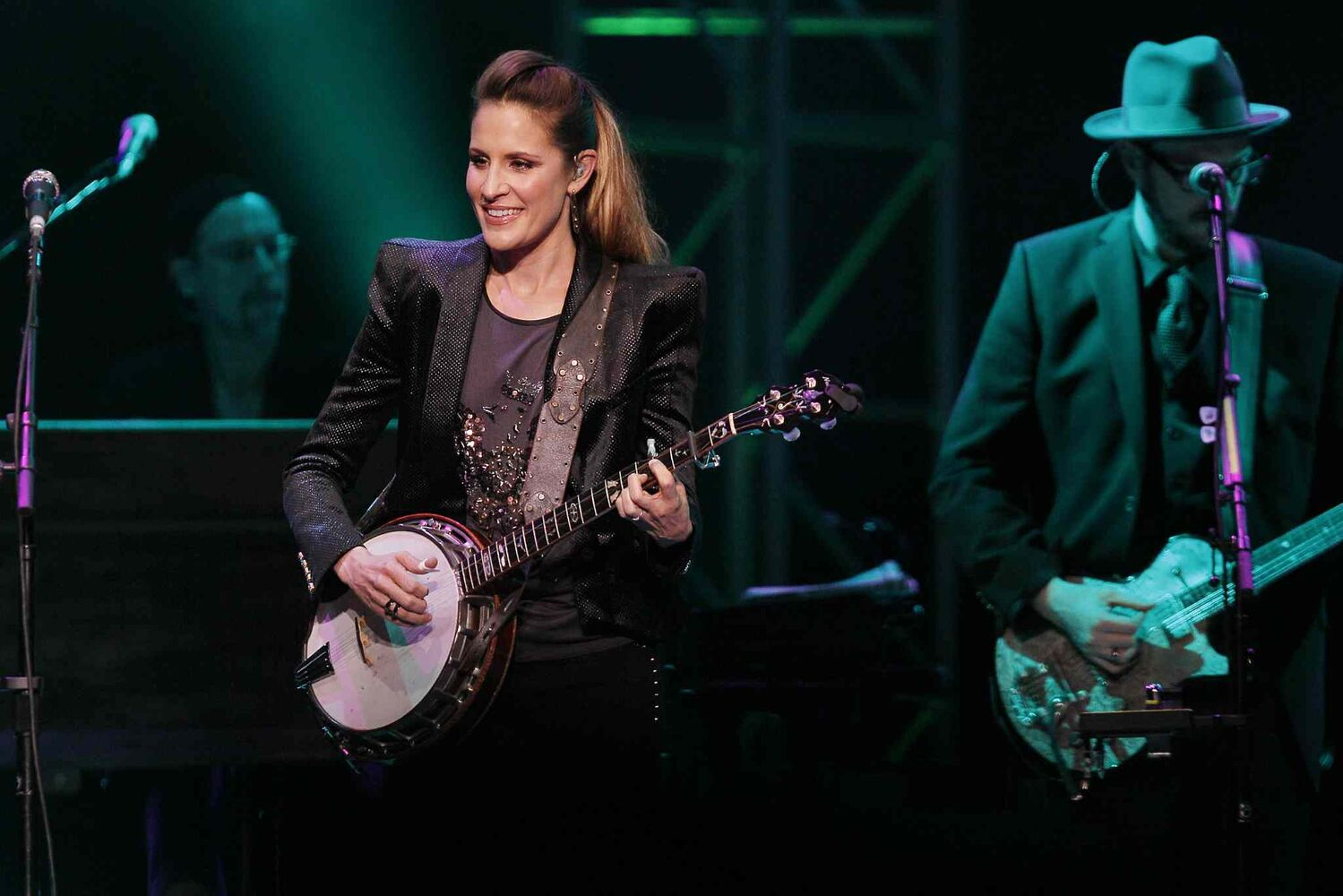 Emily Robison does some banjo pickin' while a bandmate plays guitar during the Dixie Chicks concert at the MTS Centre Tuesday. (JOHN WOODS / WINNIPEG FREE PRESS)