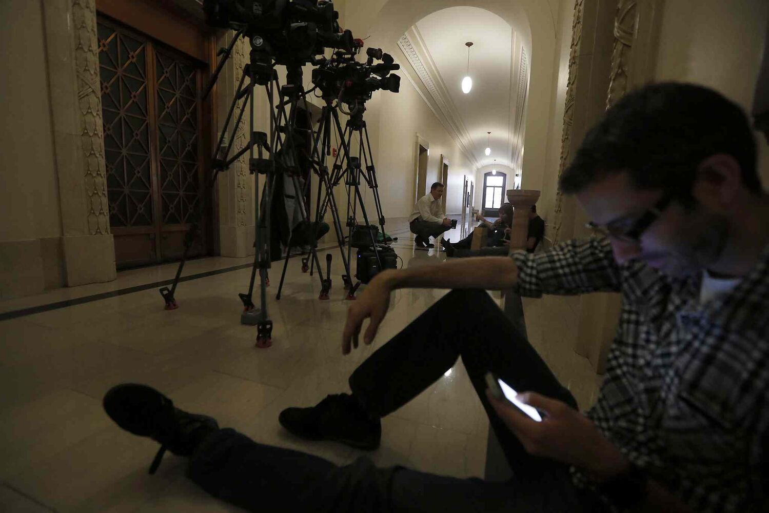 Media members wait in the legislature to talk to politicians as Greg Selinger struggles with a palace coup. (Ken Gigliotti / Winnipeg Free Press)