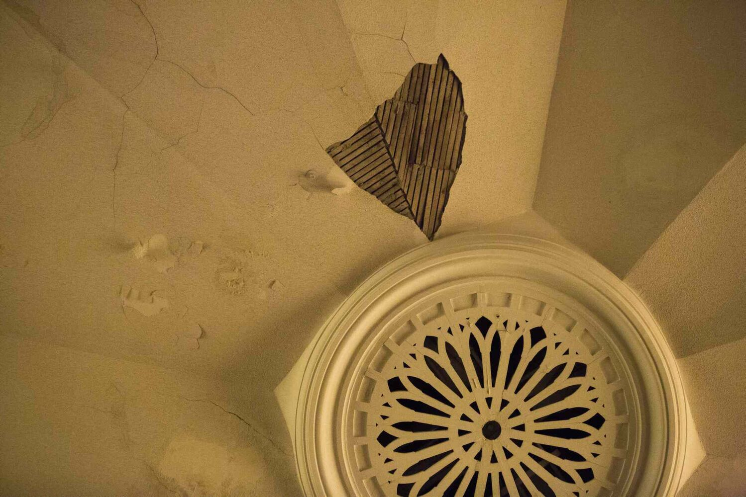 The Heritage North End Church in Winnipeg is up for sale for less than the price of a starter home. The plaster is in dire need of restoration, as evidenced by this section of the ceiling. (MIKAELA MACKENZIE / WINNIPEG FREE PRESS)