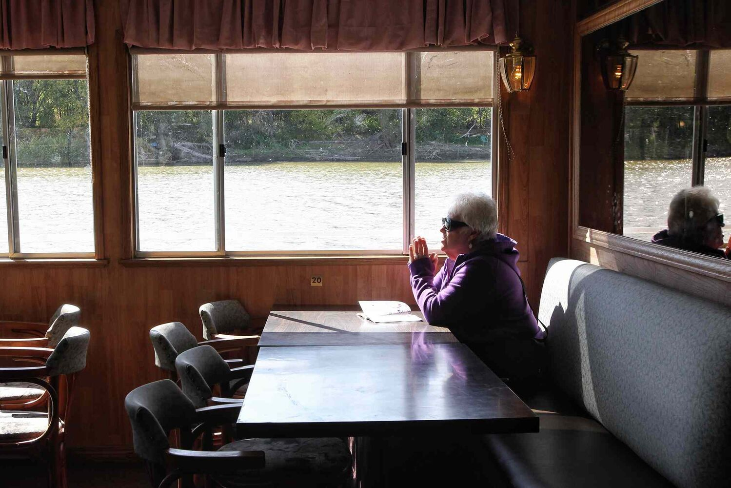 The Paddlewheel Queen cruised the Red River for the last time this year. (Mike Deal / Winnipeg Free Press)