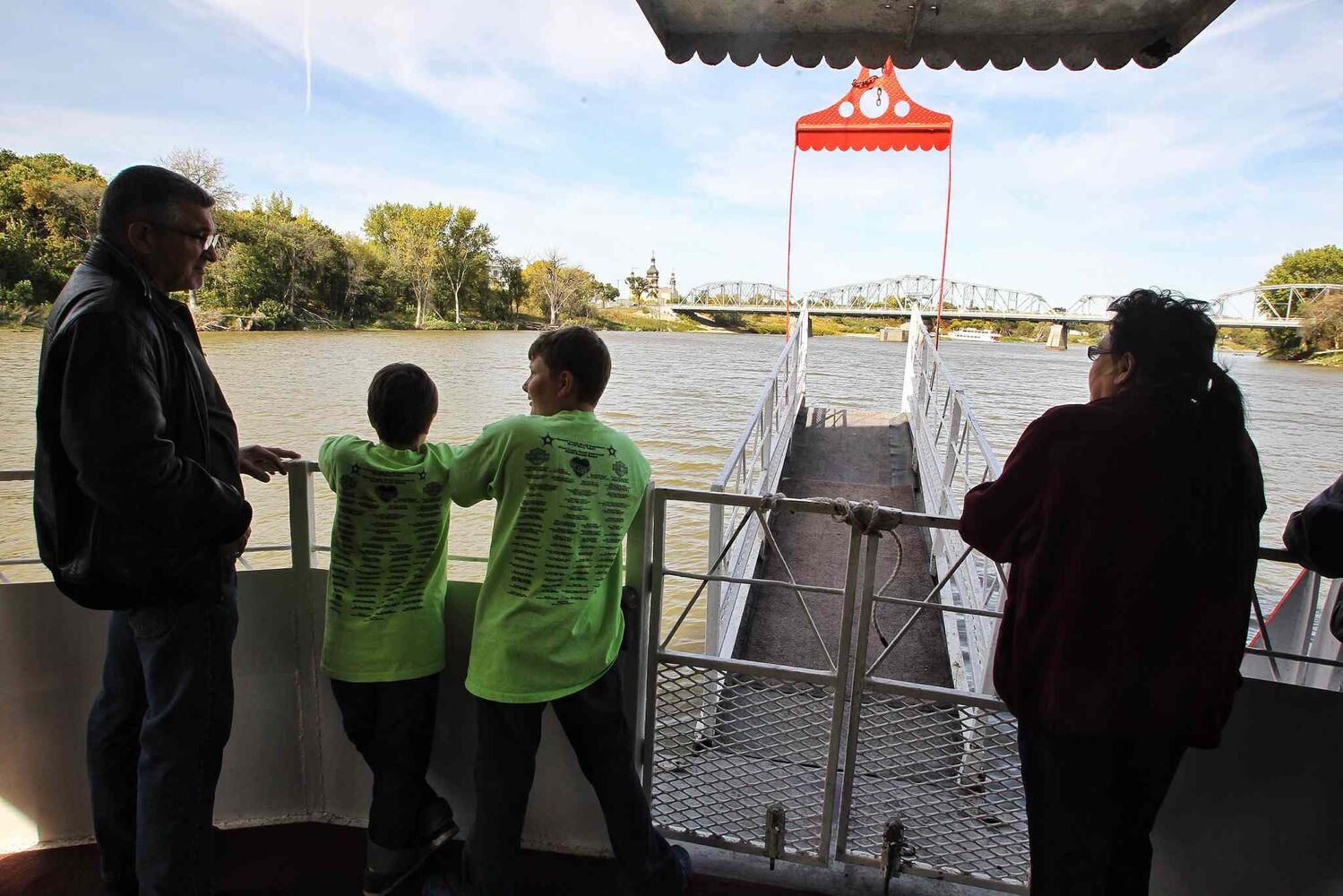 Passengers check out the sights along the river as the Paddlewheel Queen takes its last cruise. (Mike Deal / Winnipeg Free Press)