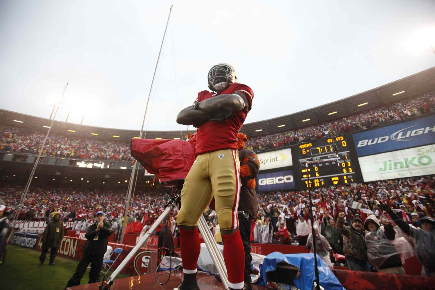 San Francisco 49ers' Vernon Davis (85) climbs a television stand to celebrate his first-quarter touchdown against the New York Giants during their NFC Championship game in January 22 2012. (Nhat V. Meyer / San Jose Mercury News / MCT files)