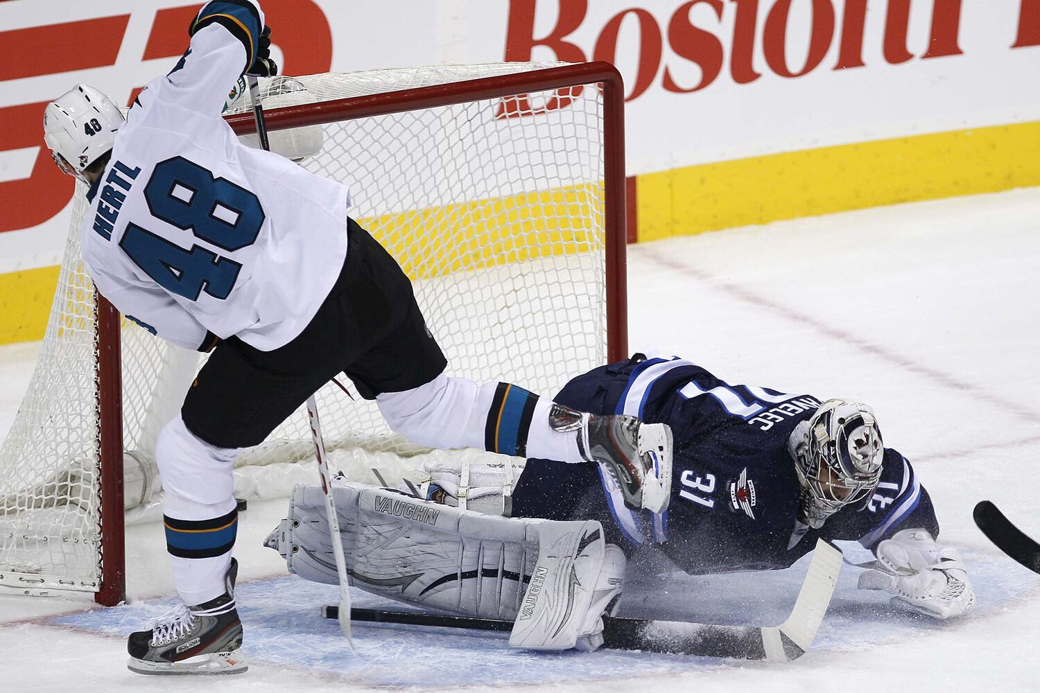 San Jose Sharks' Tomas Hertl (48) scores on the breakaway against Winnipeg Jets' goaltender Ondrej Pavelec (31) during the first period. (JOHN WOODS / WINNIPEG FREE PRESS)