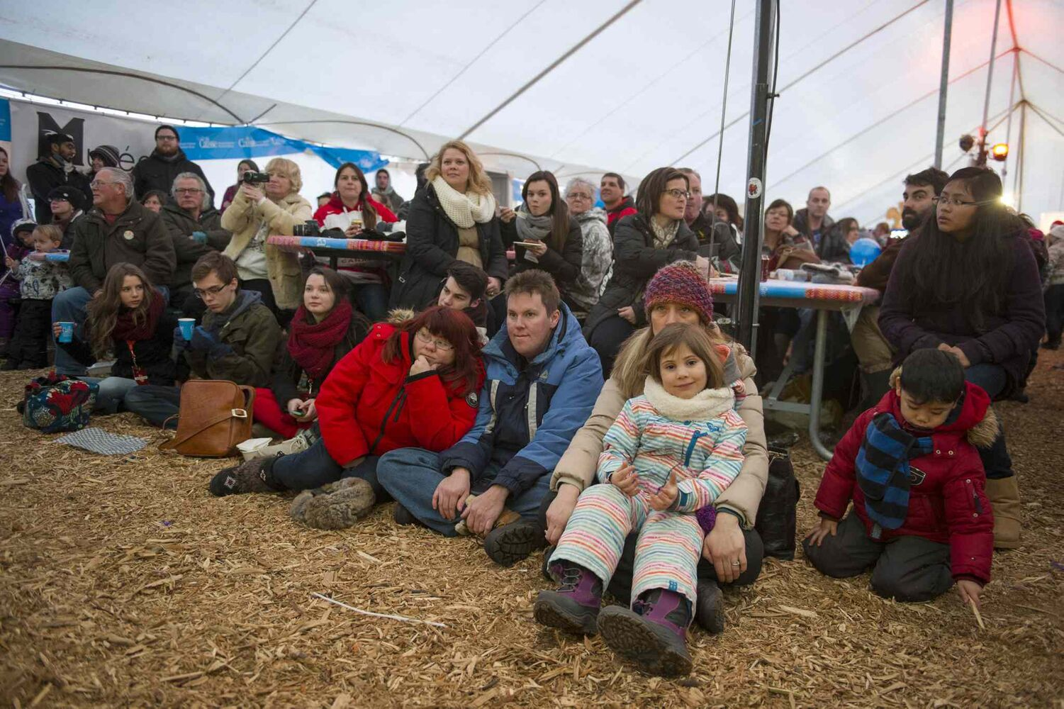 Crowds turned out to enjoy entertainment at Festival du Voyageur Feb. 22. (David Lipnowski / Winnipeg Free Press)